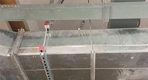 盘龙区商场风管侧向抗震支吊架安装