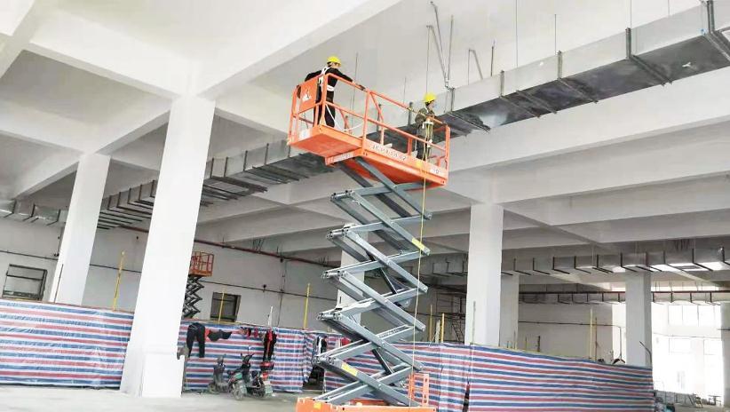 通风系统抗震支吊架的安装现场摄图