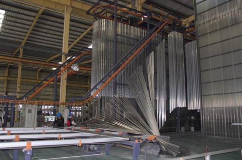 成品抗震支吊架喷涂作业车间摄图